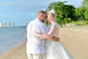 Pattaya Beach Wedding Package : Victoria + Tony